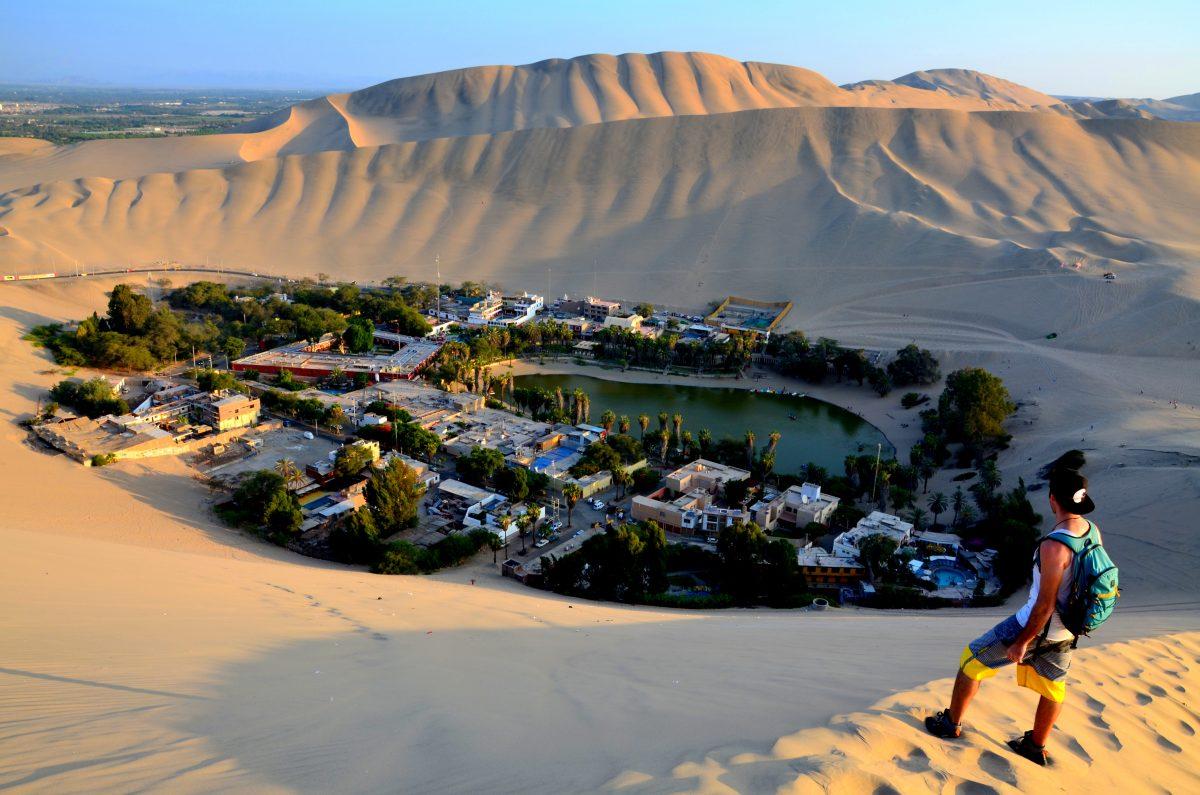 Huacachina Oasis Peru: The golden yellow desert ...